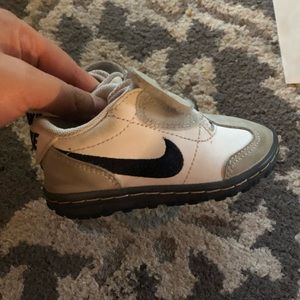 Nike Baby Toddler Grey Sneakers Size 5